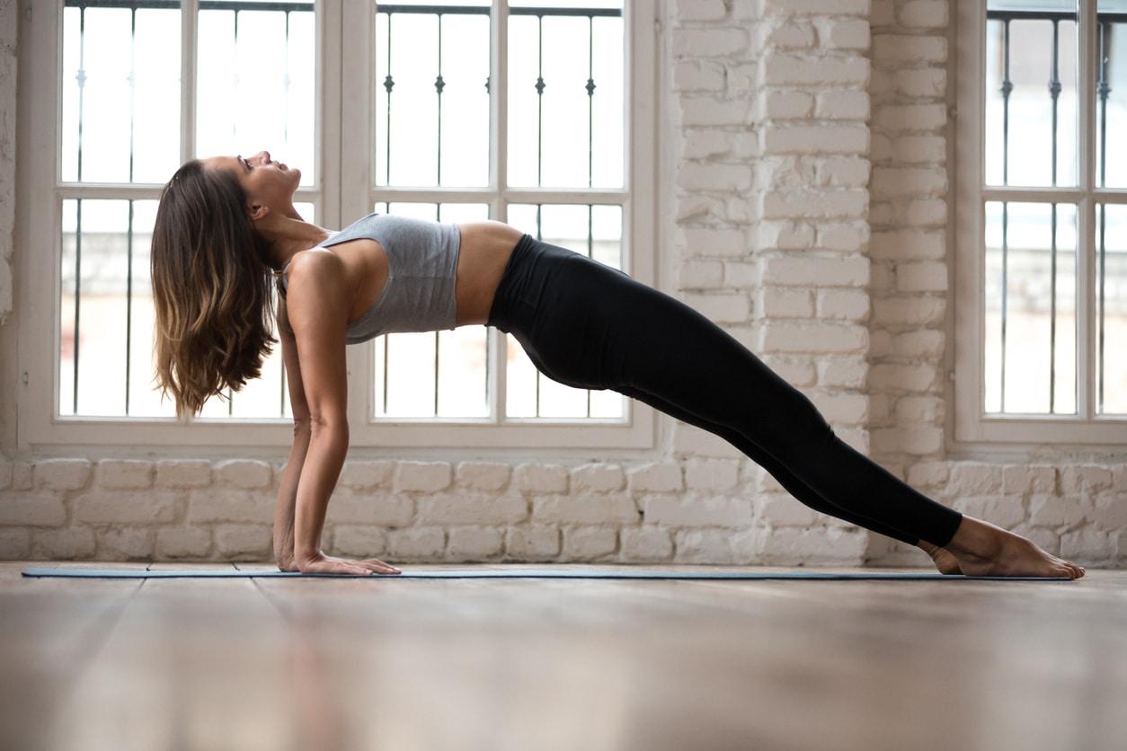 Las Posturas De Arqueamiento En Yoga Deusto Salud
