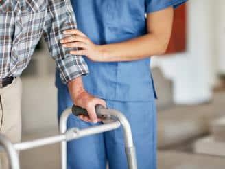Competencias básicas de un asistente de geriatría o persona cuidadora