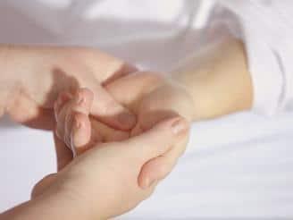 Cómo aliviar reumatismos articulares con rehabilitación