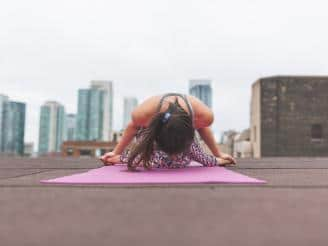 Guía para mantener una práctica regular de yoga