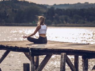 Cómo ajustar las posturas de yoga