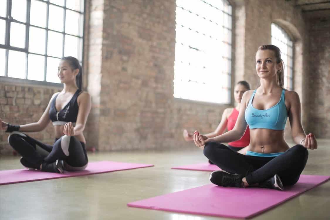 Anatomía de la respiración y ejercicios básicos de yoga | Deusto Salud